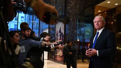 Jeff Sessions, una nominación que cada vez recoge más obje...