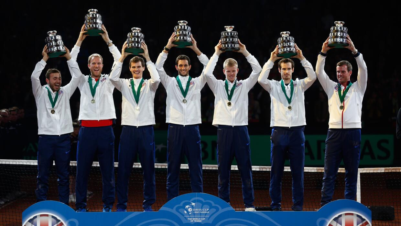 El equipo de Gran Bretaña celebra la Copa Davis