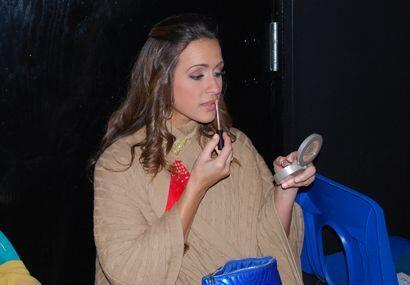 En sus ratos de descanso Melissa aprovechó para ver cómo estaba su maqui...