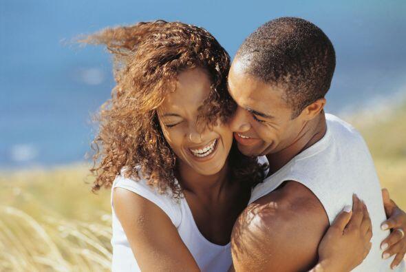 Un estudio afirma que el humor del tipo autocrítico se utiliza para sedu...