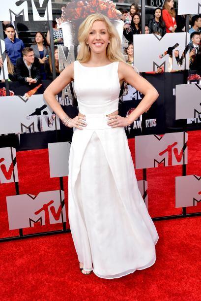 Ellie usó un vestido blanco, ¿muy casual para la ocasión? Mira aquí los...