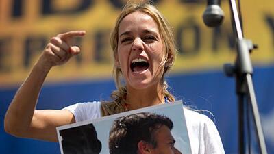 Lilian Tintori esposa de Leopoldo López sobre el propósito de las protes...