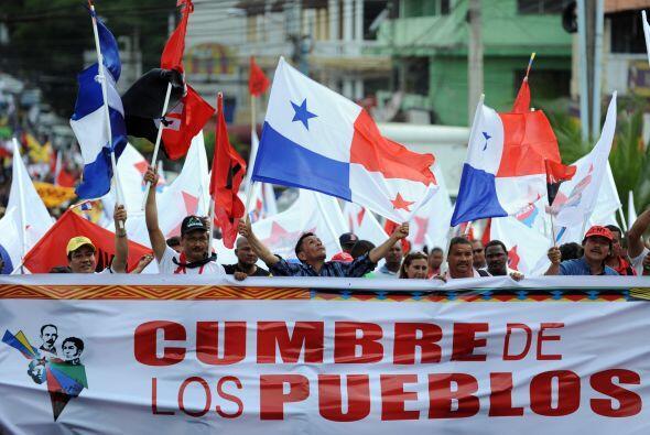 La gente marcha en el marco de la Cumbre de los Pueblos, a realizarse de...