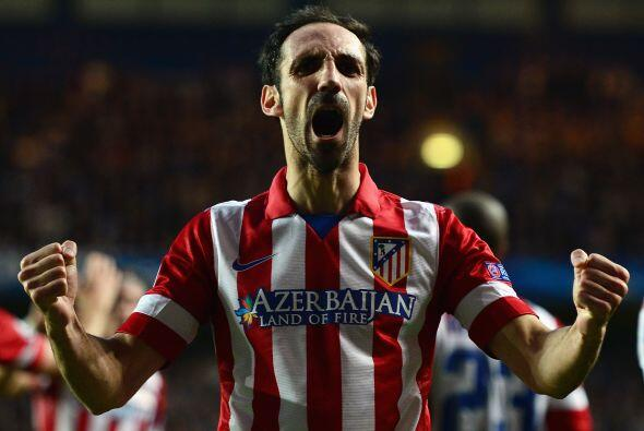 La zaga arranca con el español Juanfran, un futbolista que en los último...