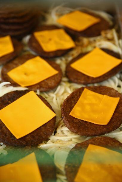 Eludir los agregados extras como las salsas, la mayonesa o el queso del...
