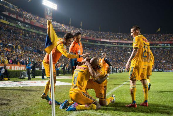 La algarabía en las tribunas despertó cuando los Tigres lograron abrir e...