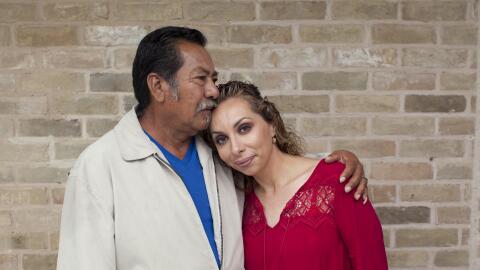 Ana tiene VIH. Aquí posa junto a Félix, su padre, quien ha sido pilar fu...