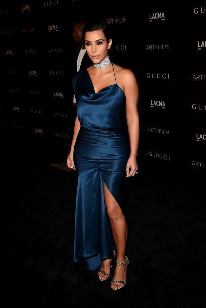 Kim Kardashian vestido azul