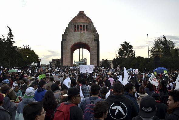 Ante la noticias, algunos manifestantes respondieron con más consignas c...