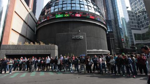 Protesta en las inmediaciones de la Bolsa Mexicana de Valores en Paseo d...