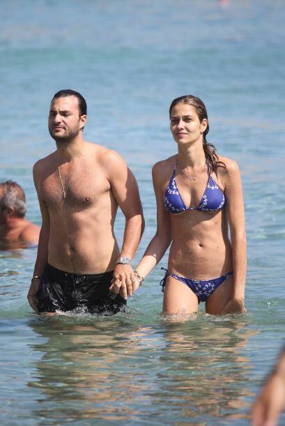 Estos tórtolos disfrutaron del sol, la arena y el mar muy agarrad...