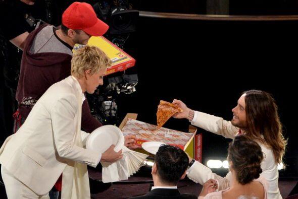 Y es que sus  pizzas repartieron entre los nominados y ganadores de la n...