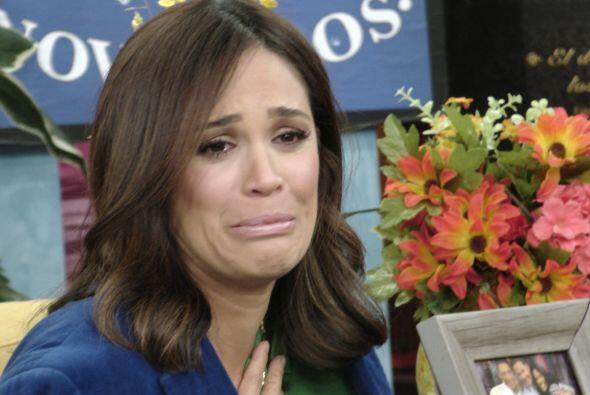 Karla se emocionó con tan lindas declaraciones. ¡No pudo contener las lá...