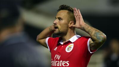 Benfica gana 1-0 al Chaves con gol de último minuto de Seferovic; Jiménez jugó 12 minutos