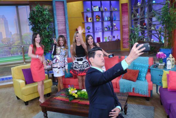 Alejandro Chabán no se quería quedar atrás y también se tomo la selfie.