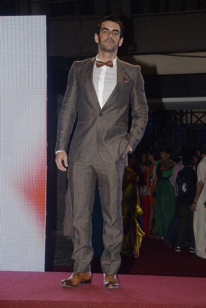 Javier Jattin es todo un galán de telenovelas que eligió un traje clásico.