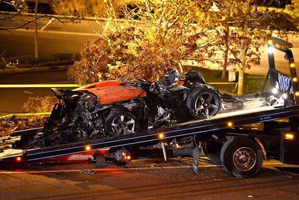 Aún quedaron algunos restos del carro en el lugar. Más videos de Chismes...