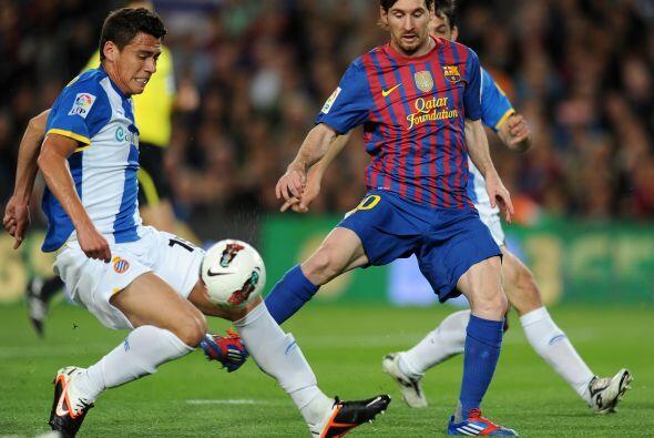 El mexicano Héctor Moreno tuvo gran trabajo. Le tocó marcar a Messi.
