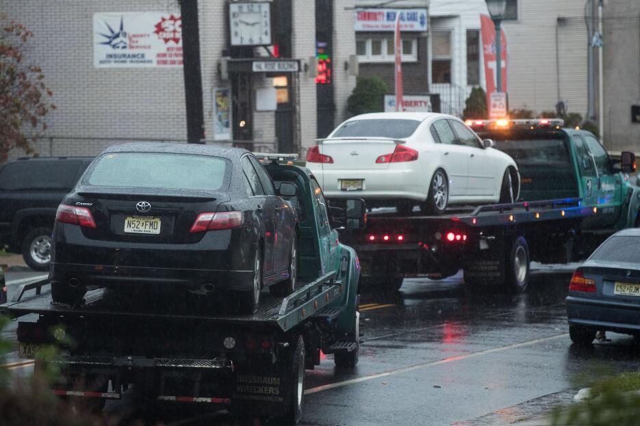El FBI incautó varios vehículos en la residencia de los Rahami.