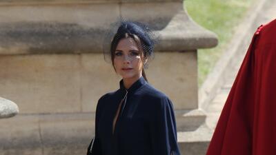 """Victoria Beckham defiende su vestido """"fúnebre"""" y asegura que todas quieren uno (really, Posh?)"""
