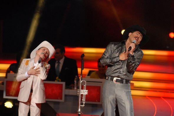 Ellos pusieron chinita la piel del público pues cantaron con mucha pasión.