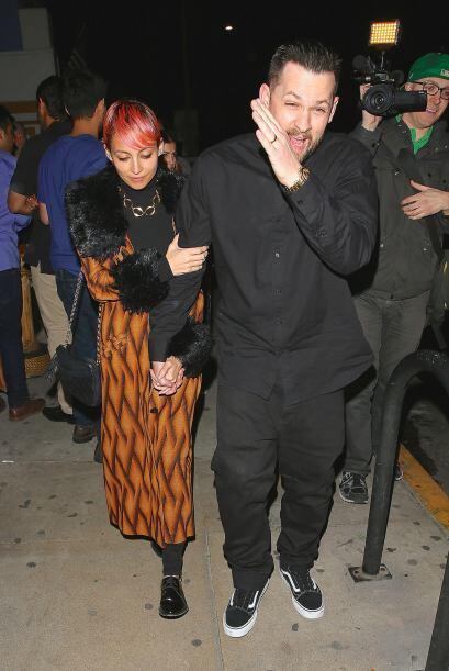 Joel y Nicole se mostraron algo incómodos ante las cámaras de los papara...