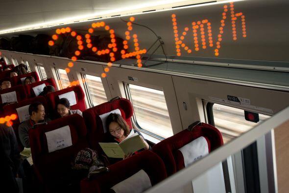 Los trenes en la línea más reciente de alta velocidad correrán a 300 kil...
