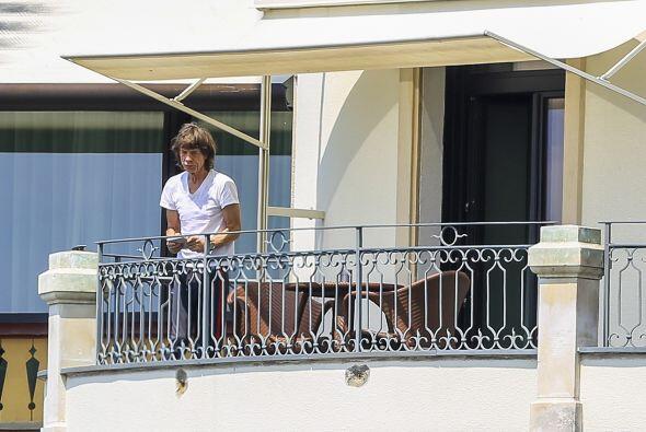 Mick Jagger en el balcón.  Aquí los videos más chismosos.