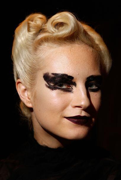 Este es otro de los maquillajes que preferimos se quede en las pasarelas...