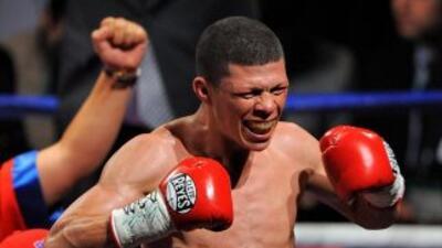 """""""Rocky"""" Martínez busca con sus puños en NYC una victoria que alegre a Puerto Rico"""