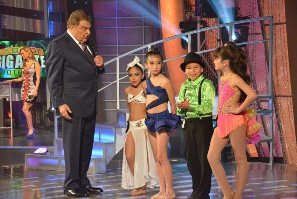 Los cuatro participantes de nuestra competencia de baile infantil lucen...
