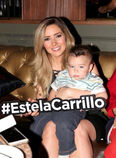 La doble vida de Estela Carrillo se reúne