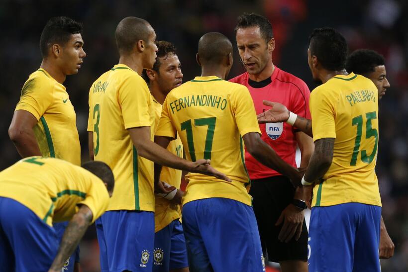 Inglaterra y Brasil empatan sin goles en Wembley gettyimages-874220042.jpg