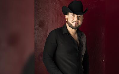 Roberto Tapia estrena su nuevo sencillo 'Vamos a darnos un tiempo' en ex...