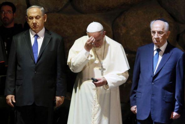 Se reunió con el presidente del país, Simon Peres y el primer ministro,...