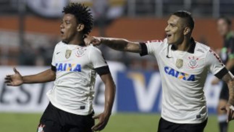 Corinthians derrotó 2-1 a Sao Paulo en el juego de ida por la Recopa Sud...