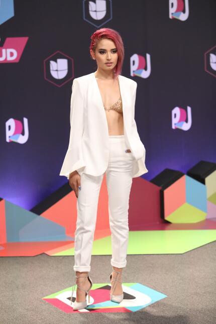 El color blanco siempre predomina en Premios Juventud