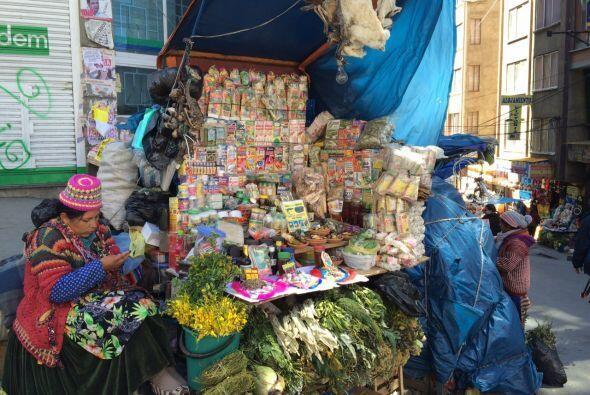 Las calles de Bolivia tienen mercados abiertos donde se consiguen difere...