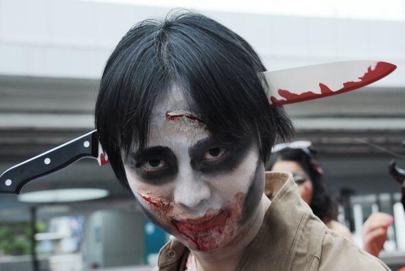 ¡Vamos, el cuchillo en la cabeza es algo muy gastado ya! Halloween...