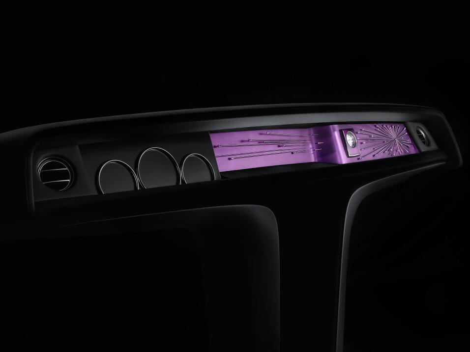 Dios salve al rey: este es el nuevo Rolls-Royce Phantom VIII SIDE_FOXSIL...