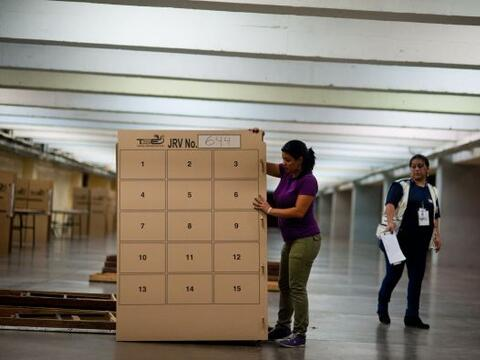 Los centros de votación abrieron este domingo sus puertas a las 0...