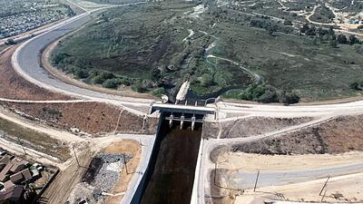 La represa Whittier Narrows, en el condado de Los Ángeles, es un importa...