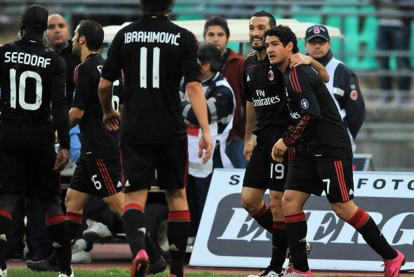 Pero el brasileño Alexandre Pato le devolvió la calma al Milan que, aunq...