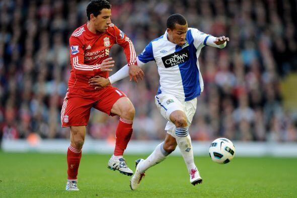 Los jugadores del Liverpool insistieron en busca de hacerse con la poses...