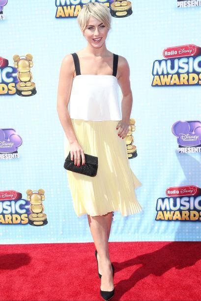 Julianne Hough no fue una de las mejores vestidas, ya que ese vestido ta...