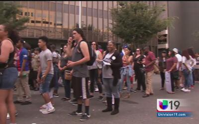 Residentes de Sacramento acuden a concierto por la justicia