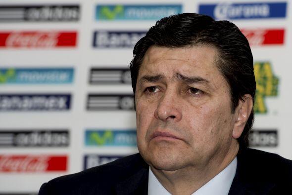 Otro que probó suerte como entrenador de los aztecas fue Luis Fernando T...