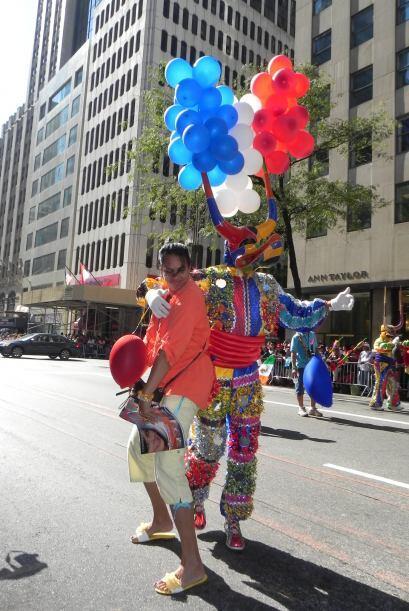 imágenes en el desfile de la Hispanidad 791c3fa661264a69b11dd56a3d9b4d71...