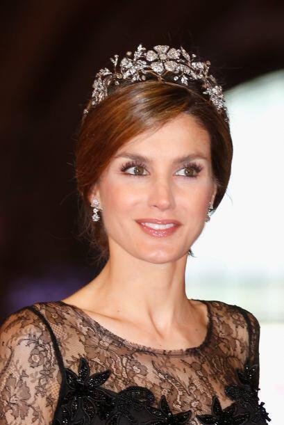 La princesa Letizia lució la tiara floral perteneciente a la Familia Rea...