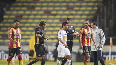 En fotos: sin goles empataron Monarcas y Pumas en un juego incompleto